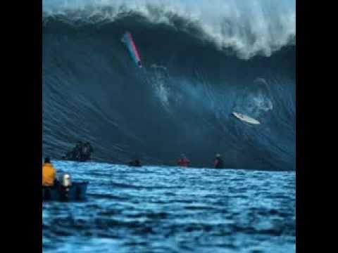 Epic surfing at Mavericks Invitational contest 2014