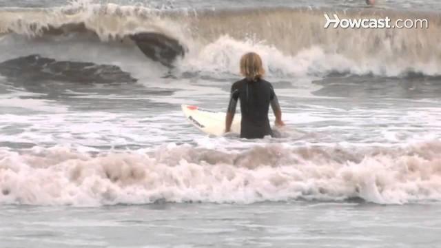 How to Choose a Beginner Surf Spot