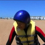 Petra Smidova takes a kitesurfing lesson in Morocco – Adrenalinová lekce kitesurfingu