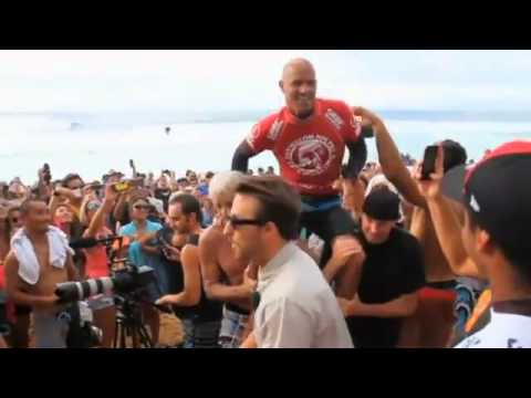 Kelly Slater Wows Crowd at Surfing Competition
