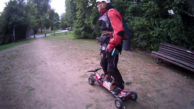 Premium Longboards – Electric Skateboards – FiiK Street Surfer vs. Hacker | Berlin Session