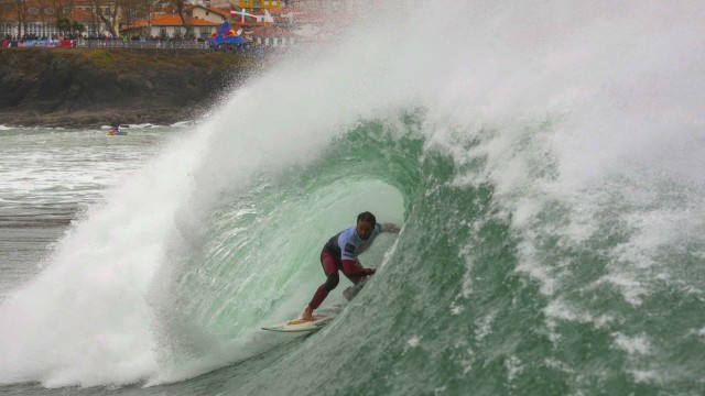 Surfing Showdown in Mundaka – Red Bull Rivals Spain 2014